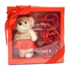 I migliori auguri pacchetto orsacchiotto con rose di sapone rosse
